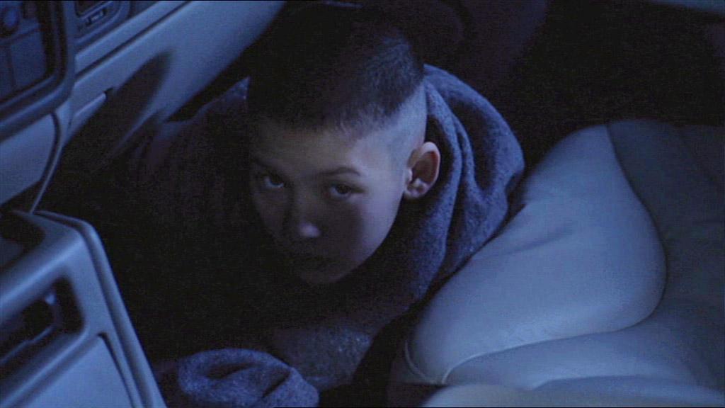 Max en el carro de la srta que la ayuda