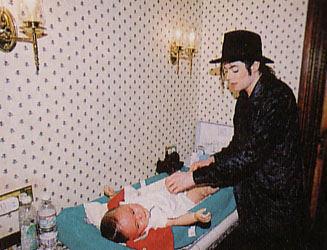 UN GRAN PAPA -random-MJ-pics-michael-jackson-9043236-327-250