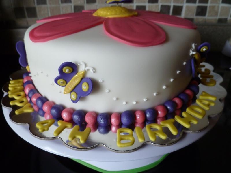 Pink Daisy brirthday cake