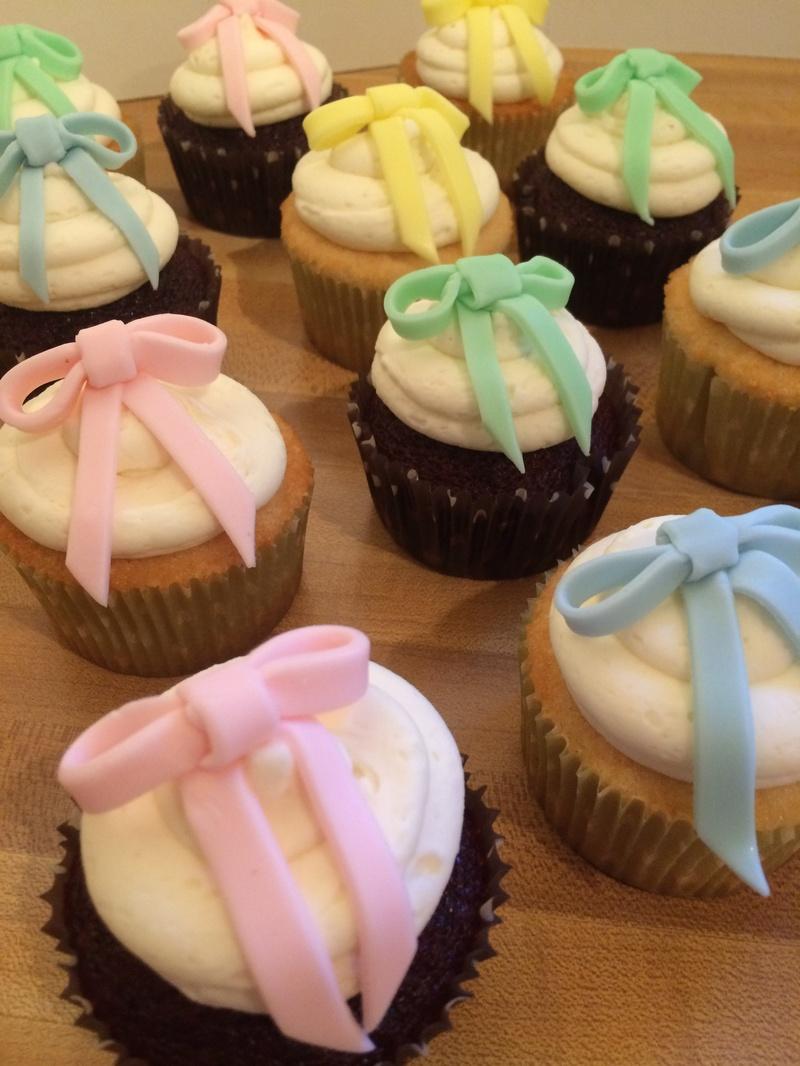 Tiny Bow cupcakes