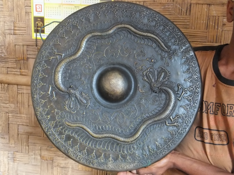 Traditional gong