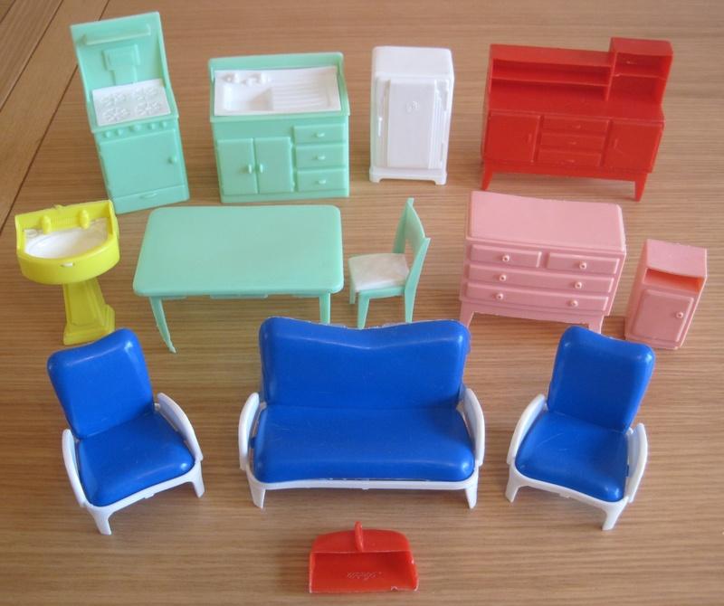 1:16 Scale Plastic U0027Kleewareu0027 Furniture