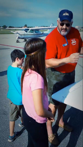 Young Eagles receiving pre-flight and show-n-tell