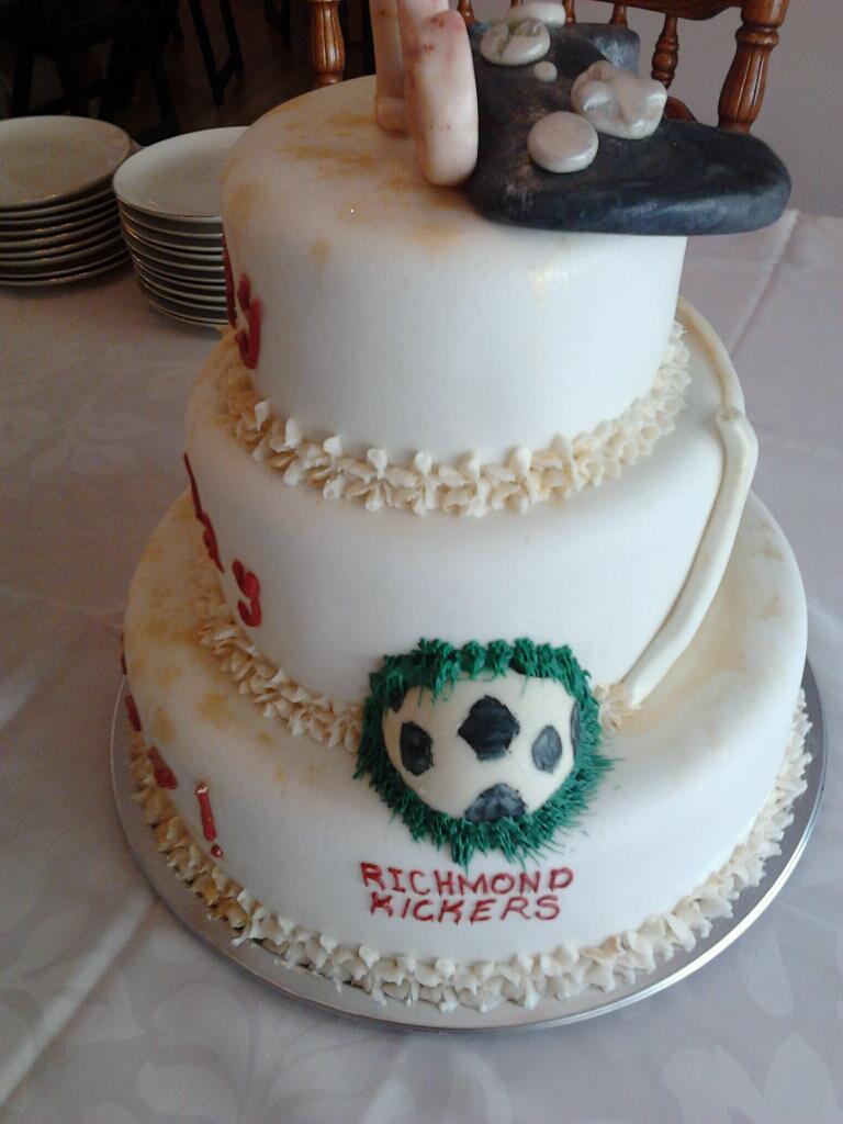 Pleasant Boys 16Th Birthday Cake Bee Dazzled Cakes Funny Birthday Cards Online Amentibdeldamsfinfo