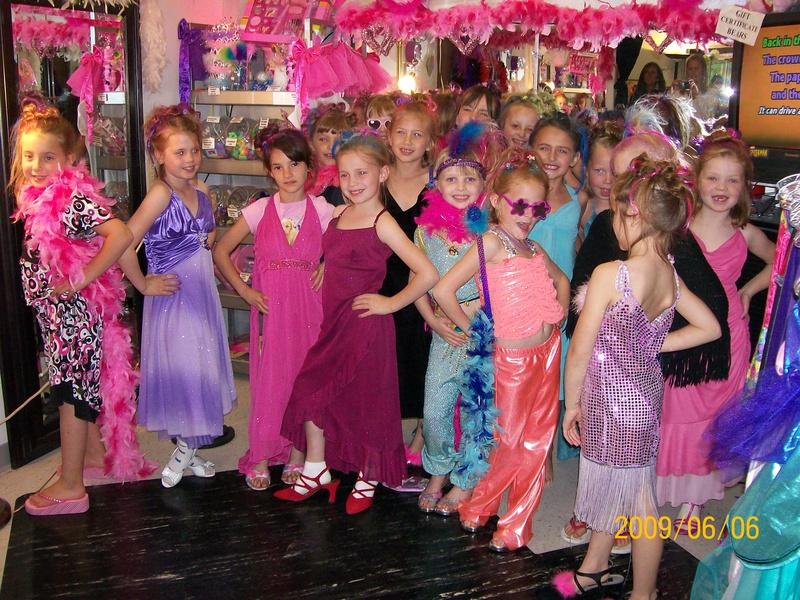 Großzügig How To Dress Up For Birthday Party Bilder - Brautkleider ...