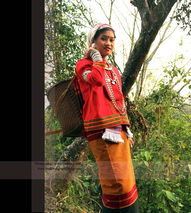 A Tanchangya girl with a traditional basket