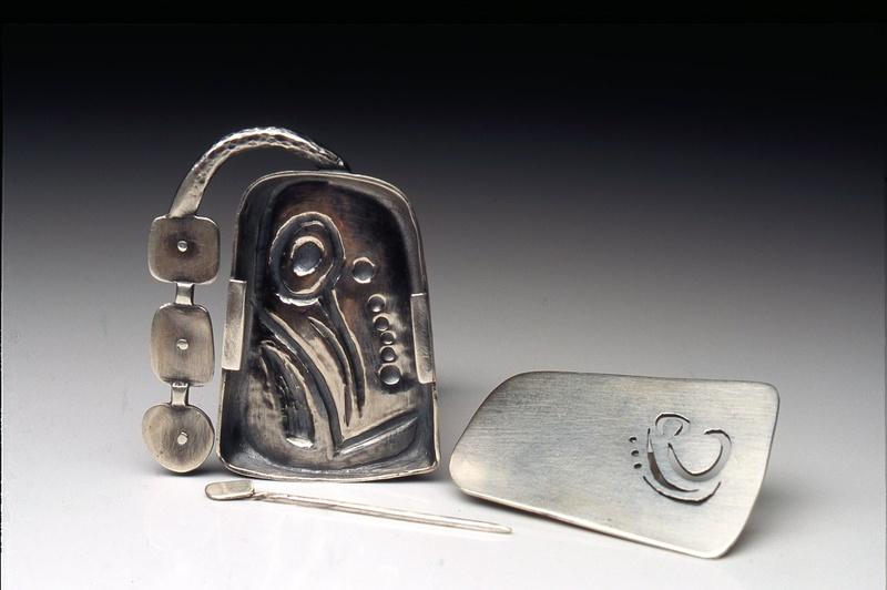 brooch (open)