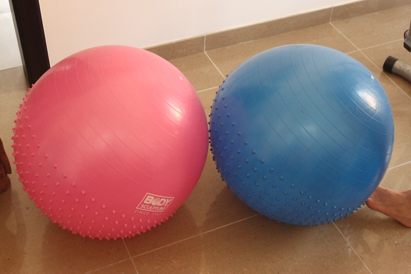 Body sculpture exercise balls