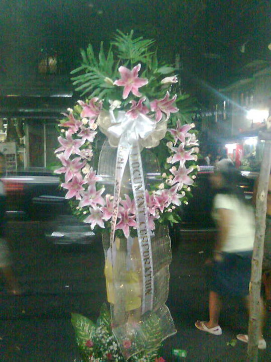 wreath / ring arrangement