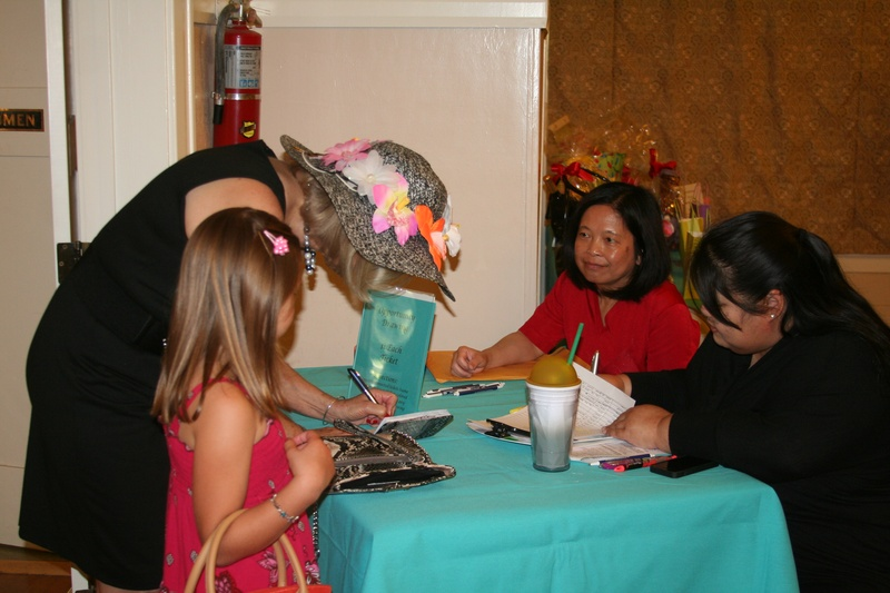 members Binh & Patti at check in table