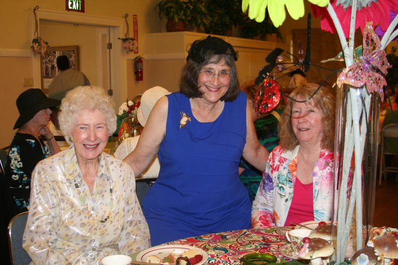 club members Donna & Vickie with guest