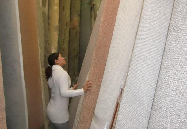 Over 400 rolls of carpet remnants