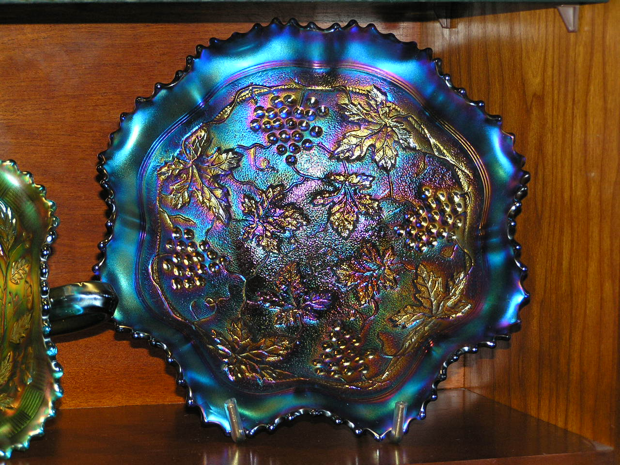 Grape & Cable VARIANT ruffled bowl, in blue