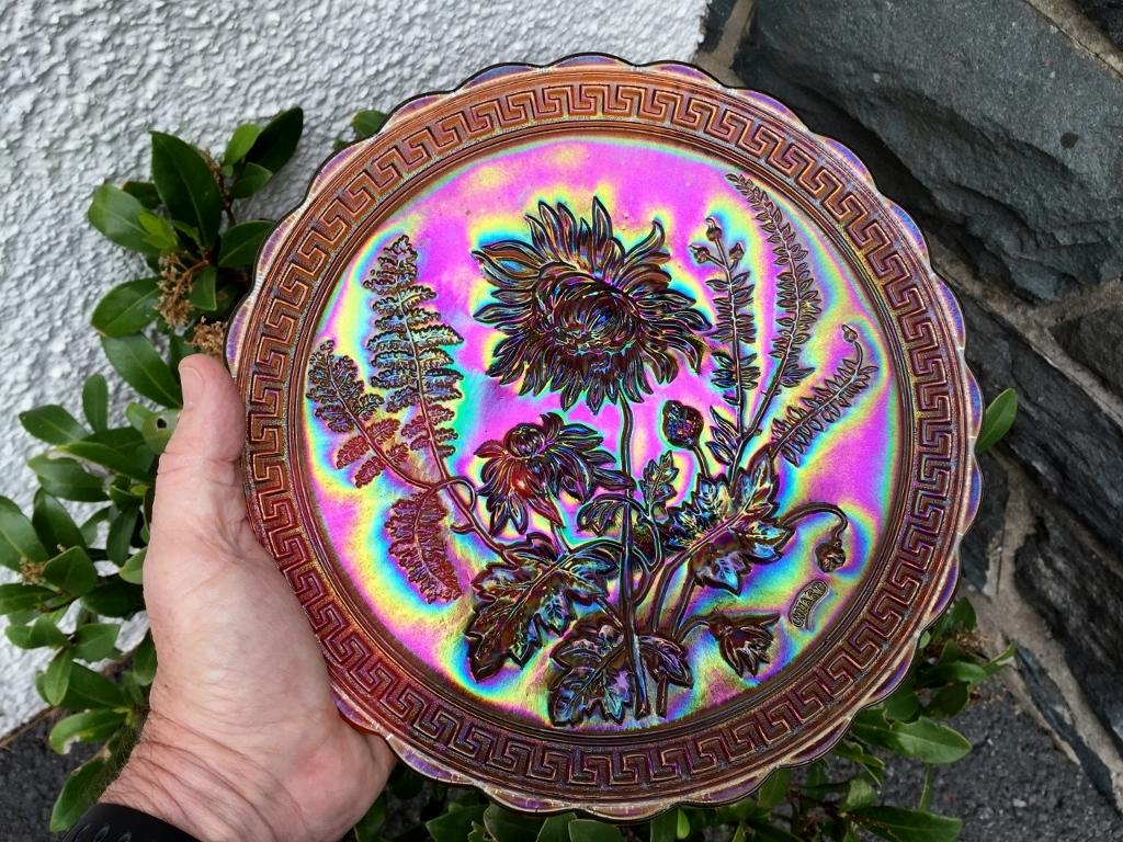 "Chrysanthemum (NUART) 10.5"" chop plate in amber"