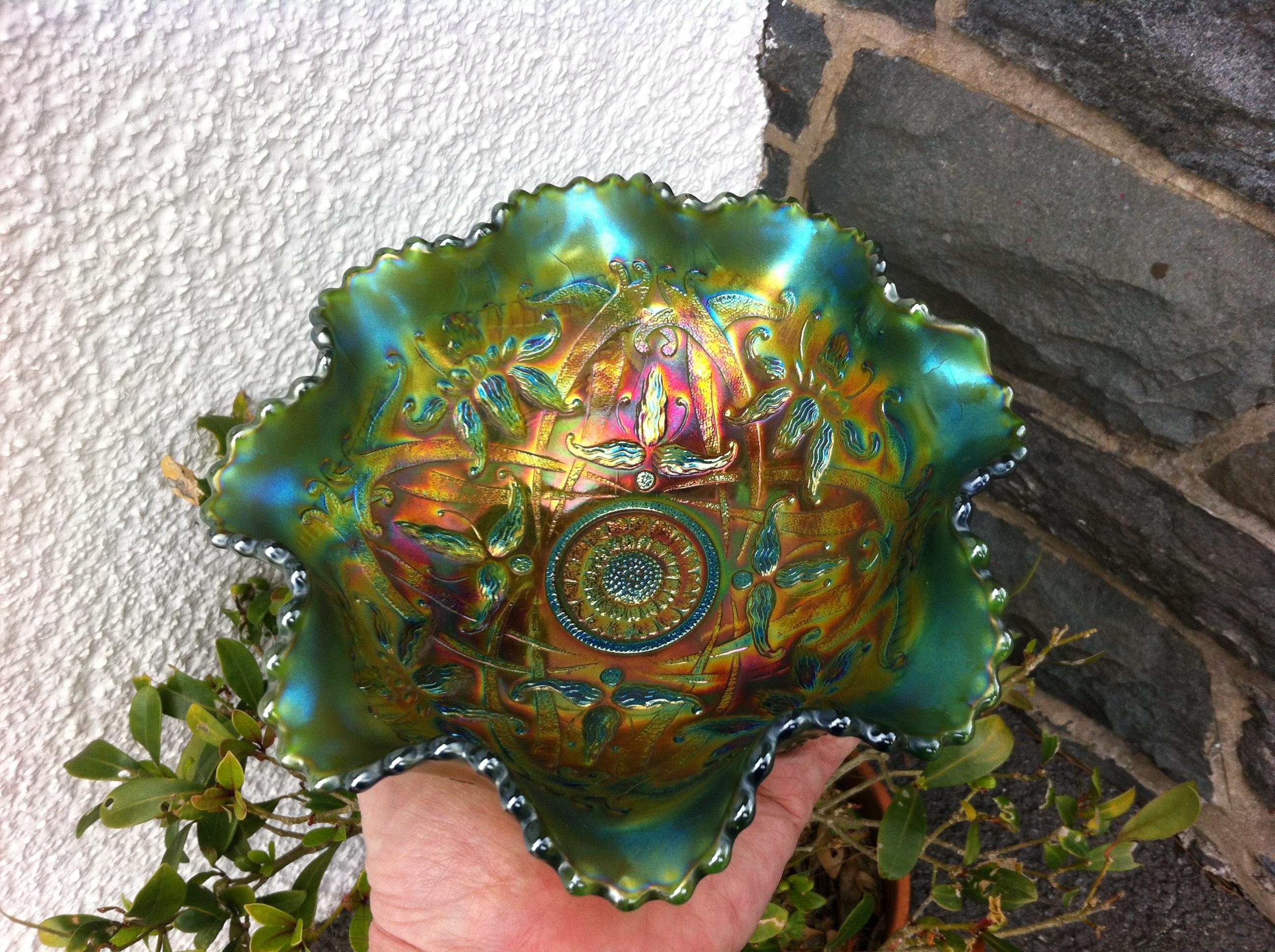 Wishbone, small ruffled bowl in green