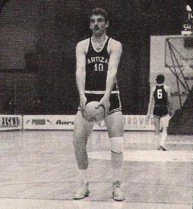 Najbolji košarkaš među oficirima ili najbolji oficir među košarkašima Josip%20Farcic