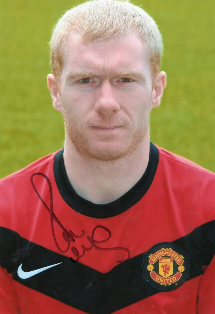 The 42-year old son of father Stewart Scholes and mother Marina Scholes, 170 cm tall Paul Scholes in 2017 photo