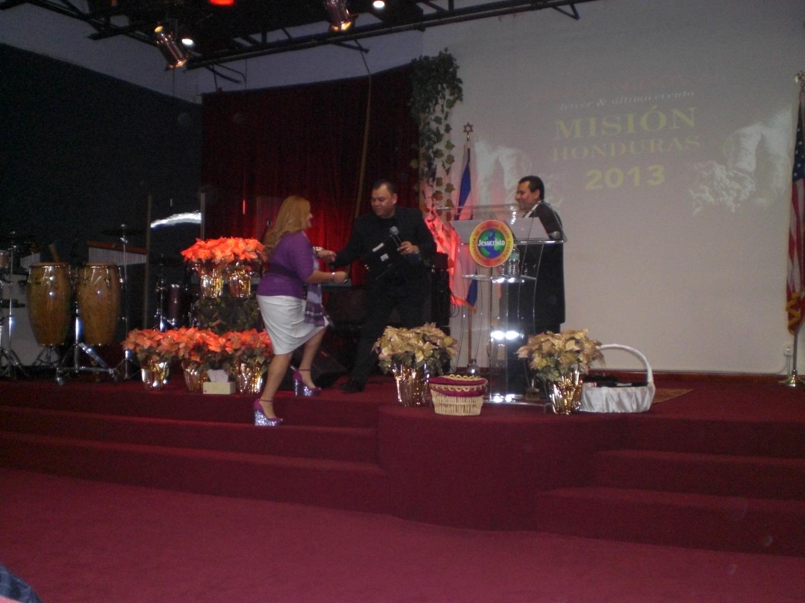pastora y salmista Lisa Solis