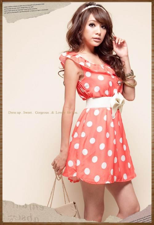 Короткое красное платье в белый горошек 309766.