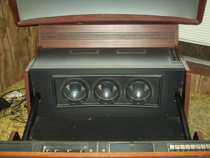 Lauren porter 39 s beautiful curtis mathes projector for Small tv projector