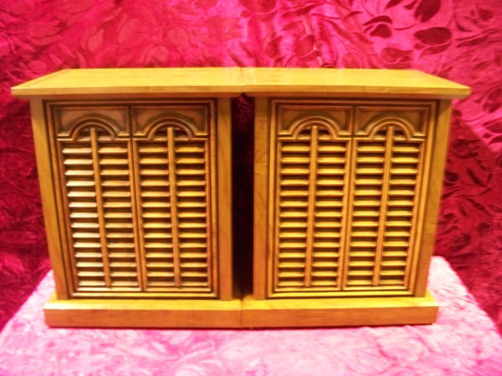 Vintage Maple End Table, Curtis Mathes A701 3 Way Speaker System.