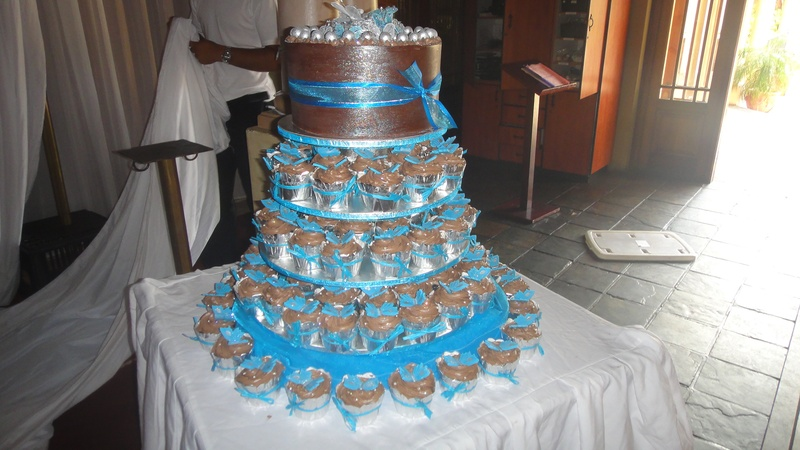 Chocolate Collar Wedding Cake With Tower Of Cupcakes