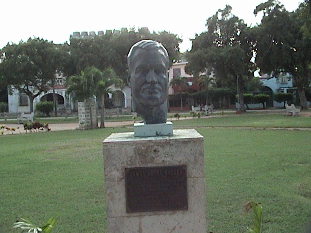 http://memberfiles.freewebs.com/67/67/61896767/photos/African-Leaders-Statues-in-Cuba-Park/DSC01508.JPG
