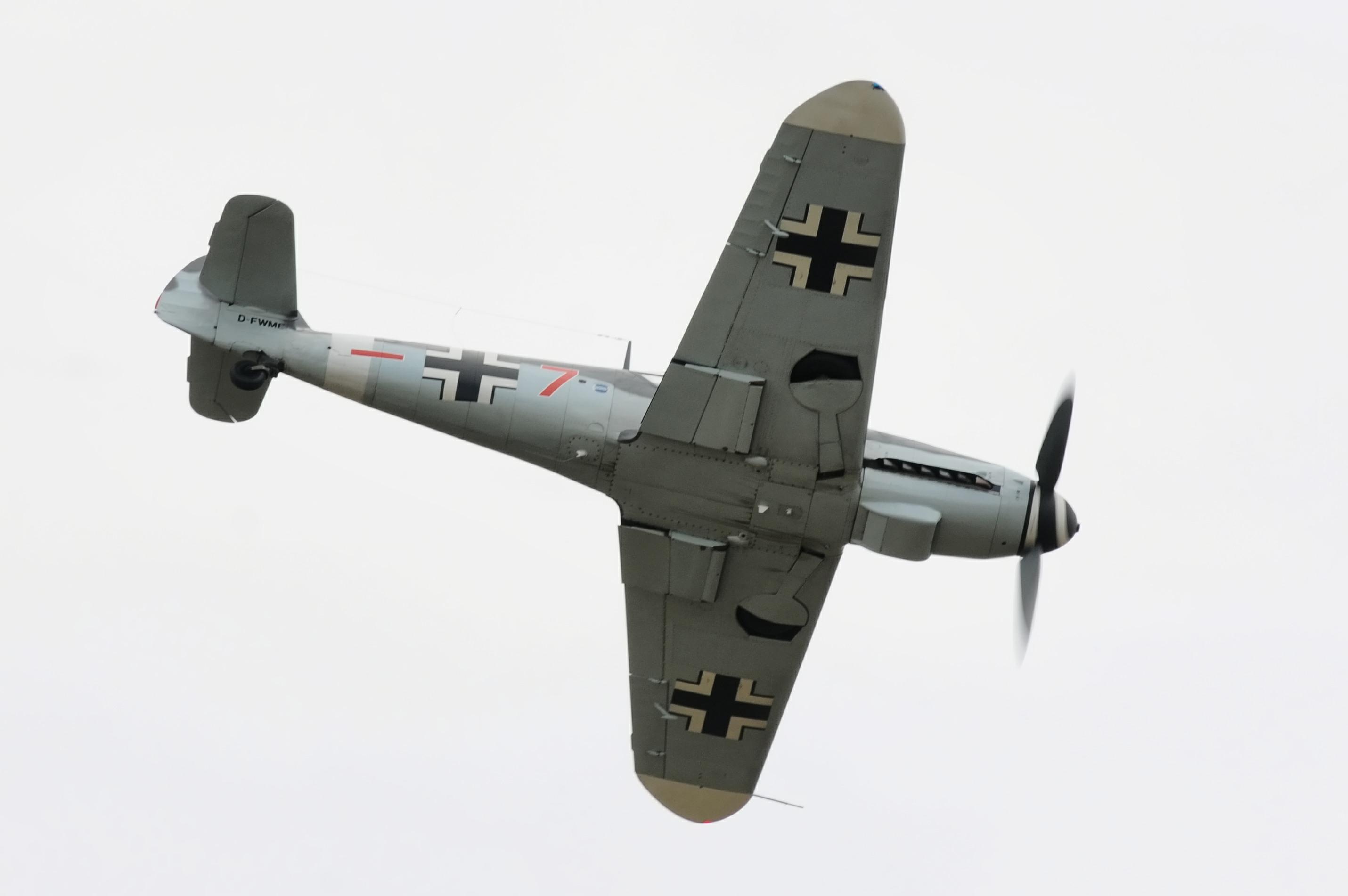 Messerschmitt Bf-109, Red 7