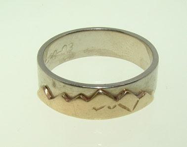 Custom gold wedding band