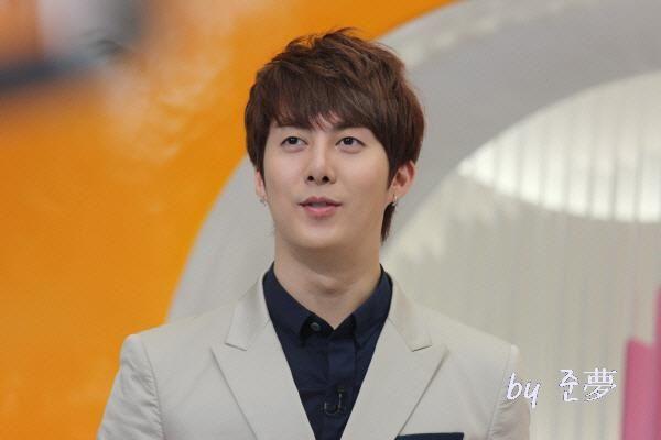 hyung joon-Mnet Wide 299381_194271197309532_130589590344360_459952_1629813586_n