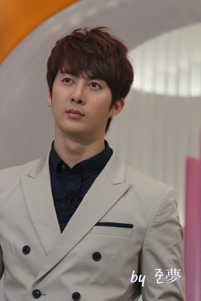 hyung joon-Mnet Wide 302520_194271093976209_130589590344360_459947_809134067_n