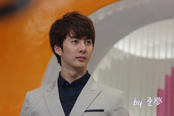 hyung joon-Mnet Wide 318646_194270993976219_130589590344360_459945_1865048250_n