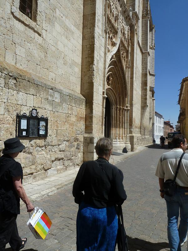 Walking towards Santa María church