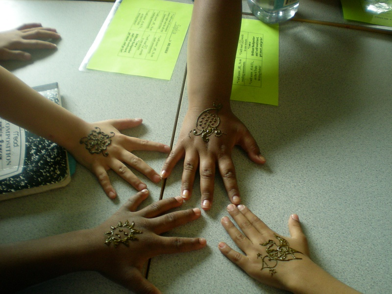 group of kids at school (Henna)