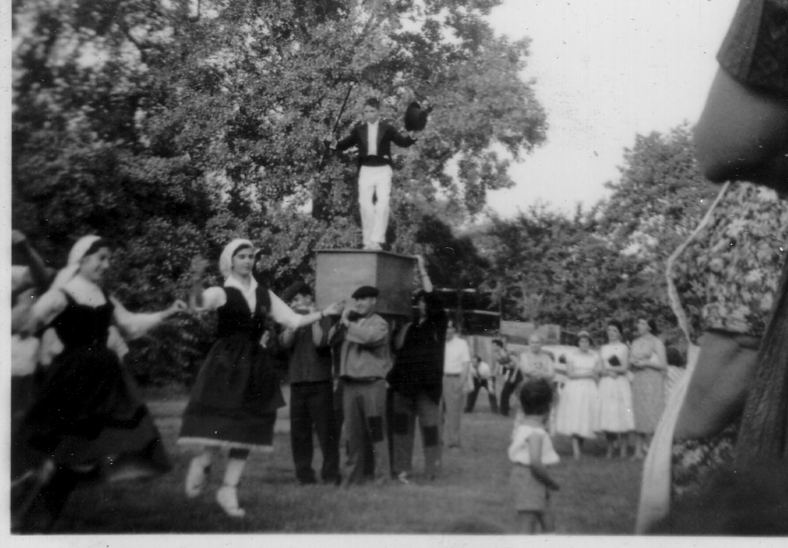 1957 NY Lekeitio dance at picnic