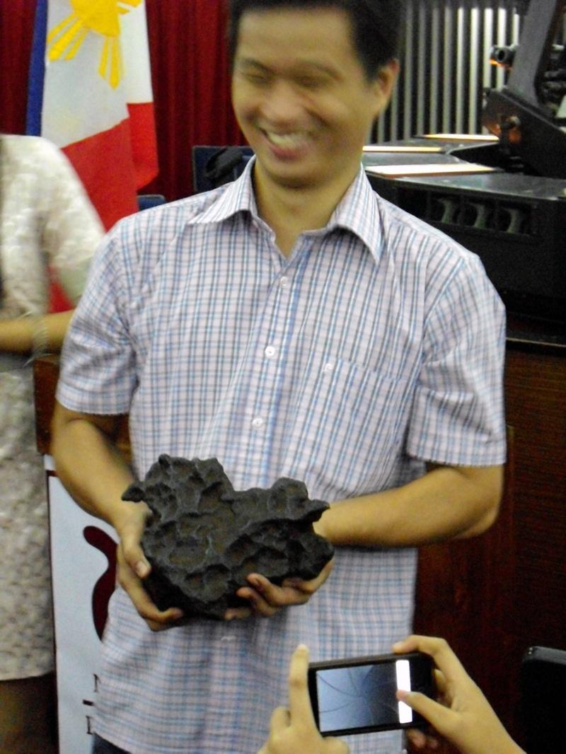 Allen Yu, sharing his newest Meteorite found. Proud to be.