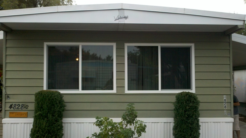 tinted glass in the front of the house on mobile home