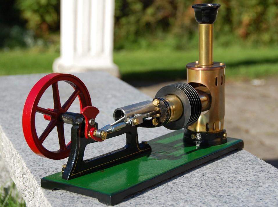 Reichelt , model LH Stirling engine