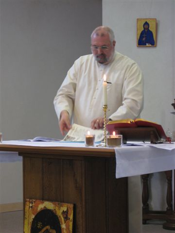 Br Geoff places his Charter under the Altar Cloth