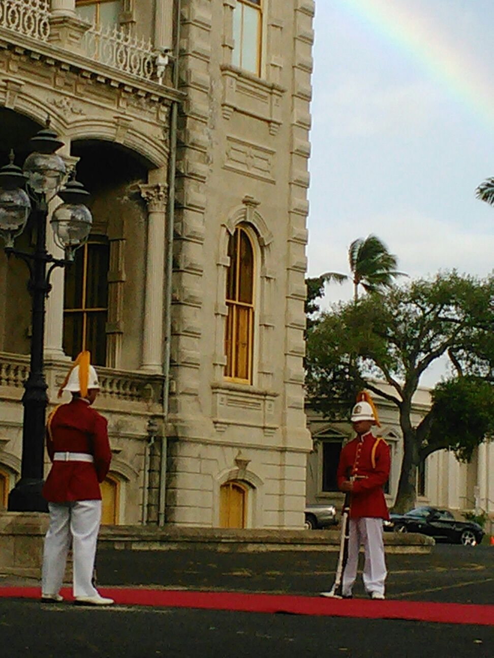 032412 Iolani Palace Sentry Duty