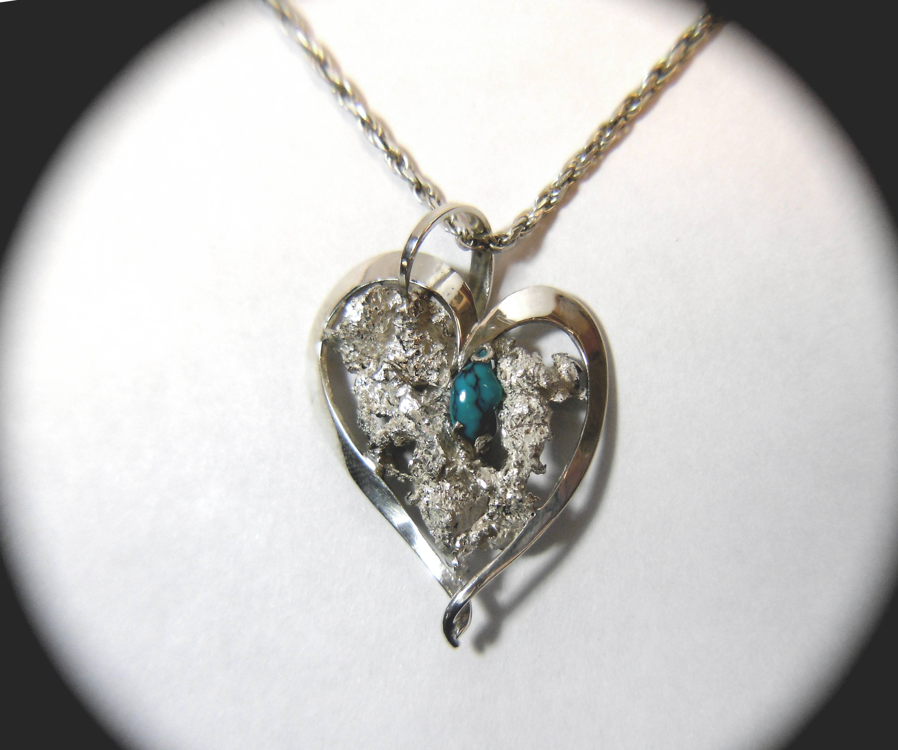 TANGLED HEART PENDANT