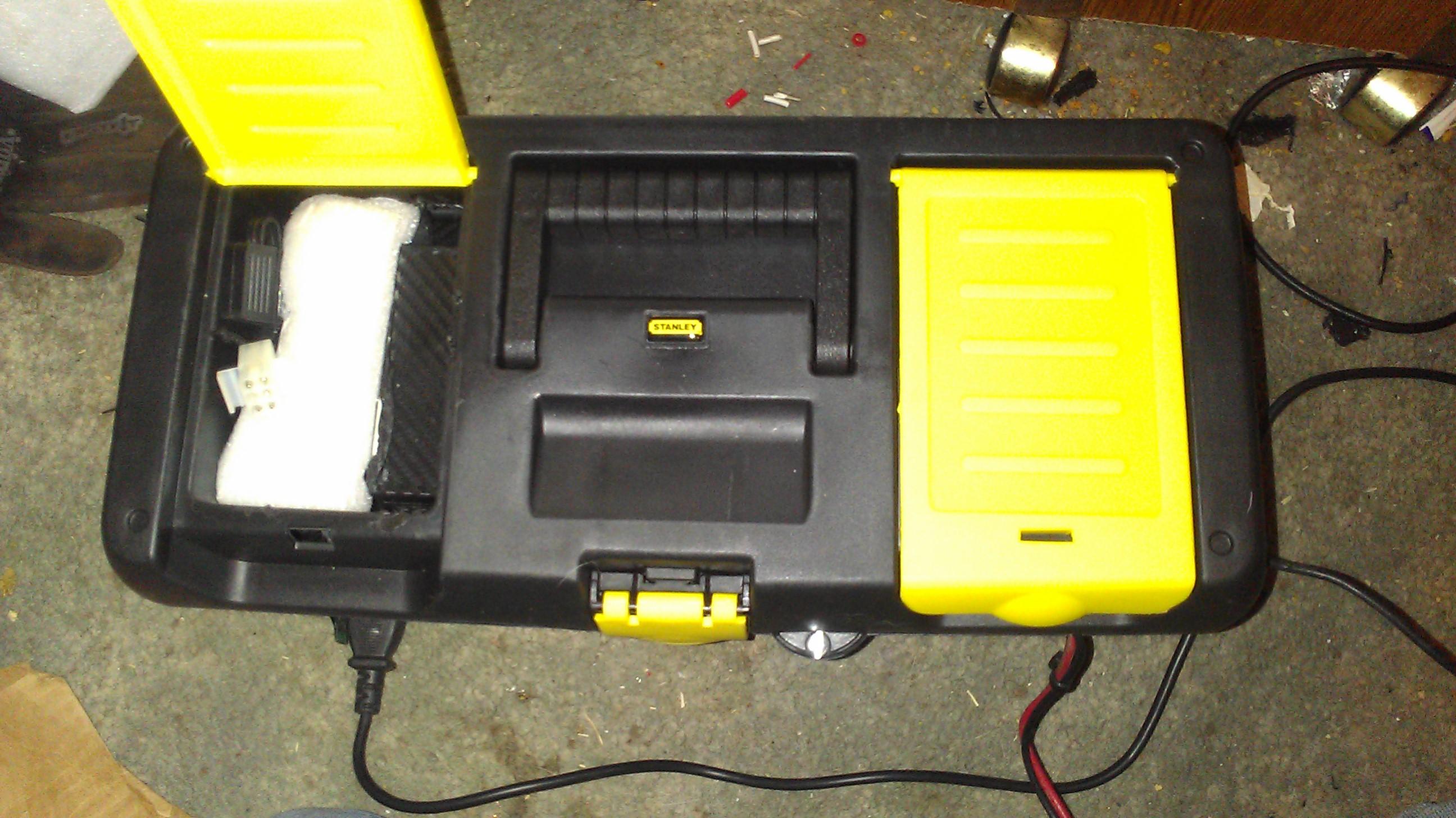 Battery box (connectors)