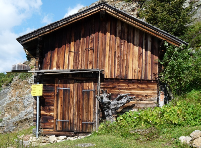 Barn en route to the Wangl Spitze
