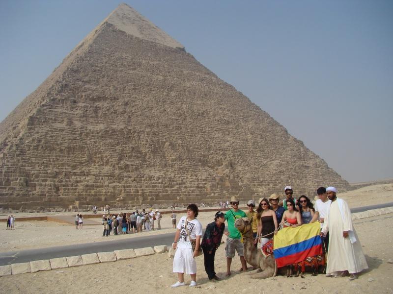 Colombianos en las Piramides