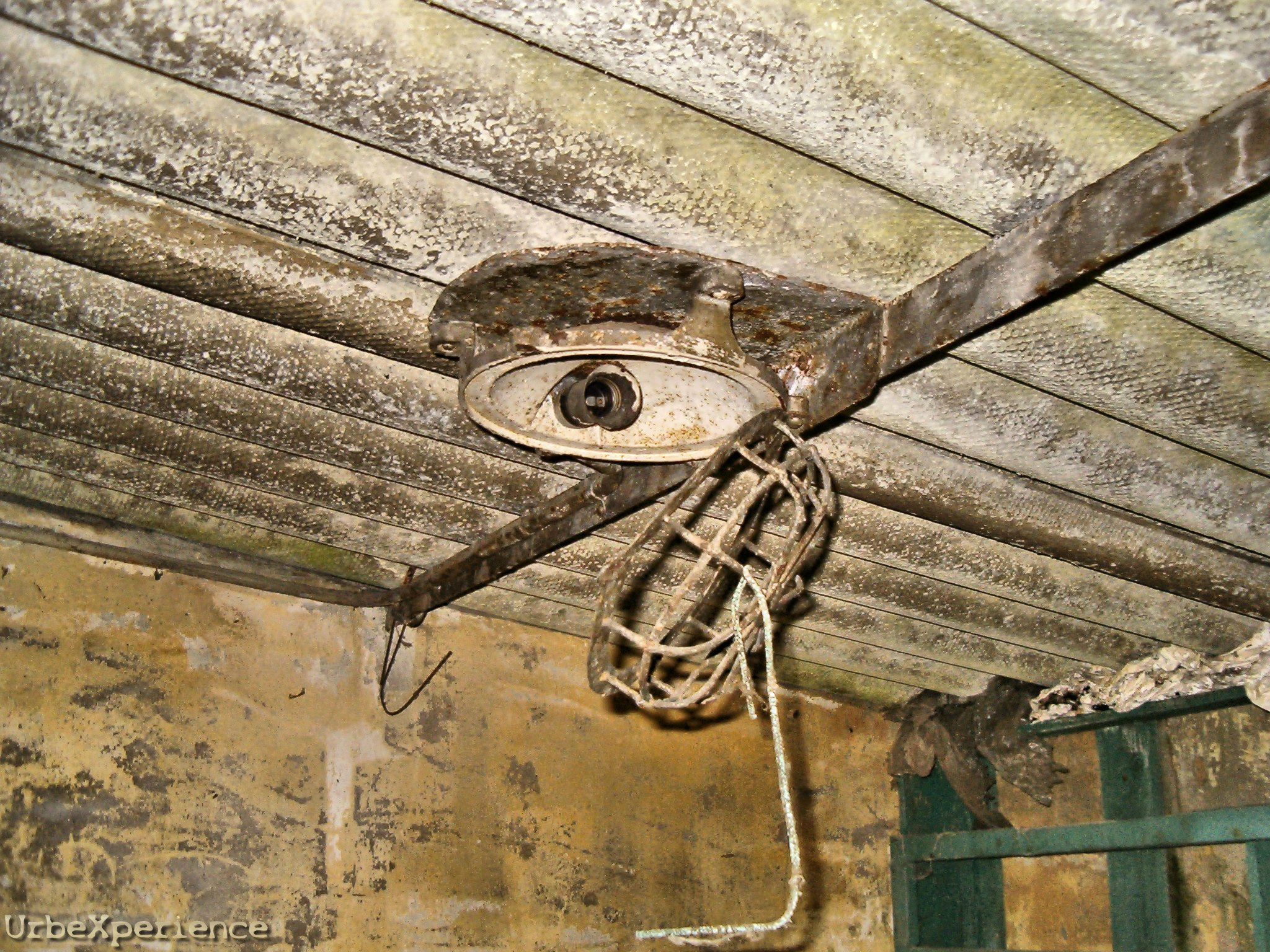 Garage S in decay