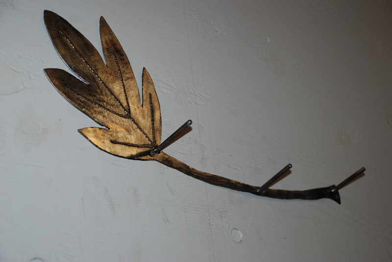 Leaf coat rack