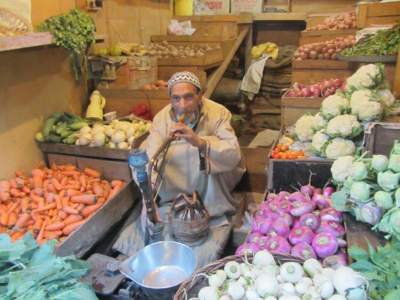 vegetables, kangri, and hookah