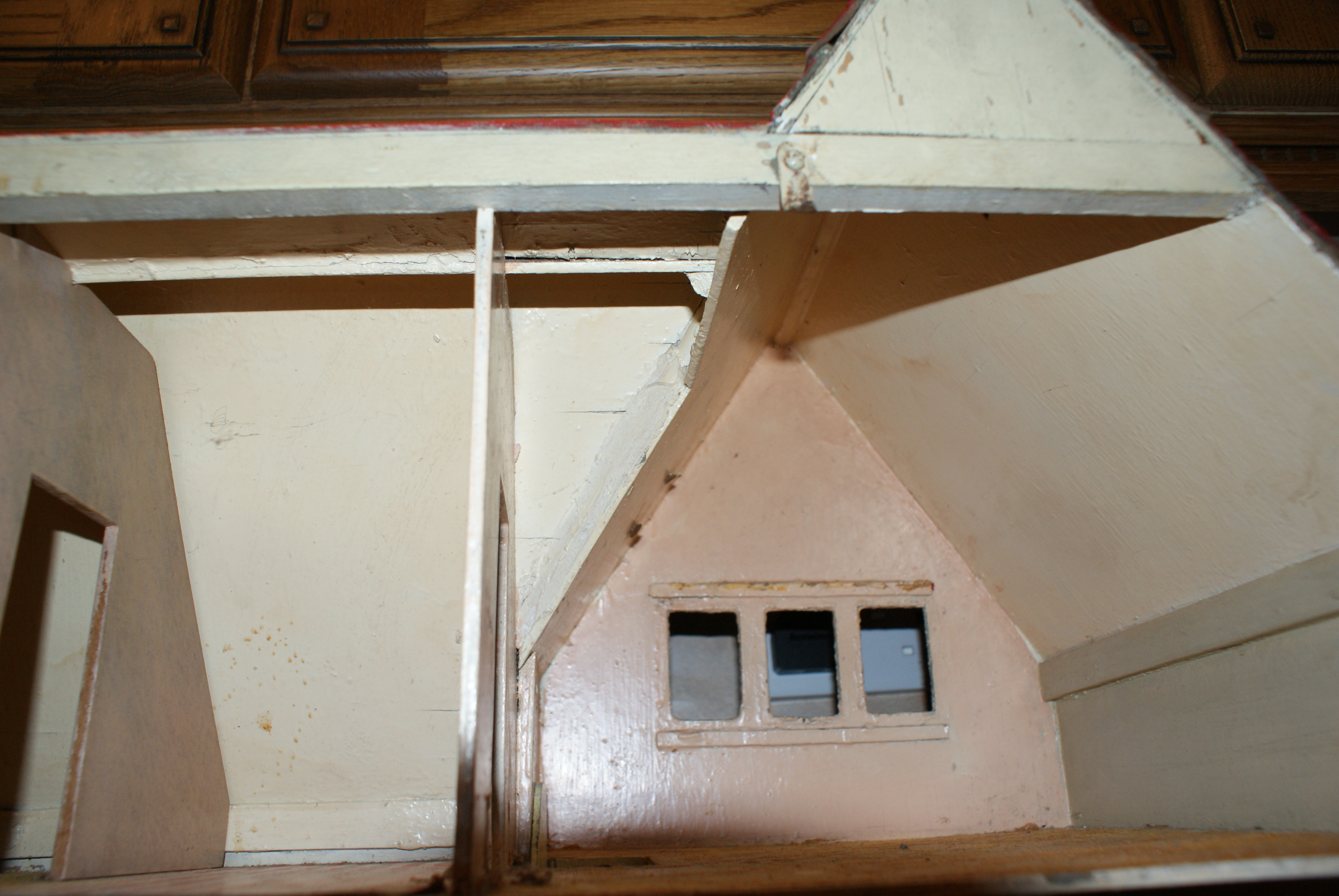 Internal rooms, at top.