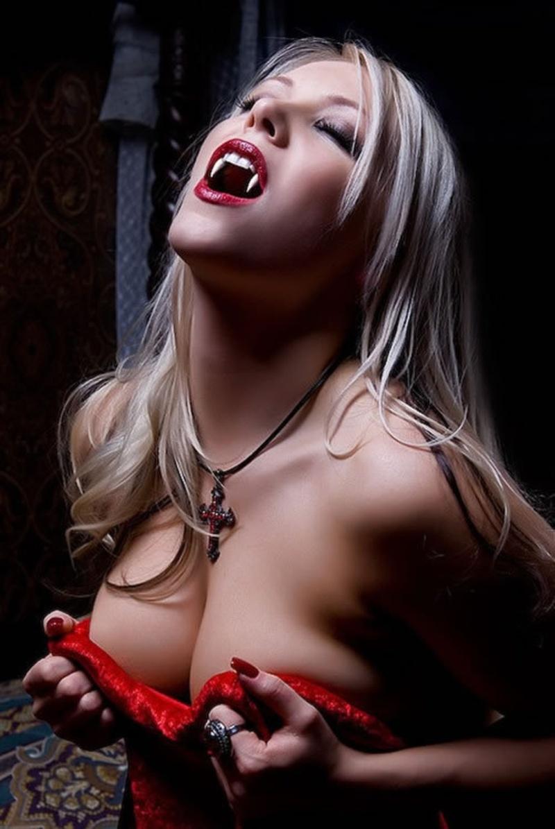 Vampire blonde sexy